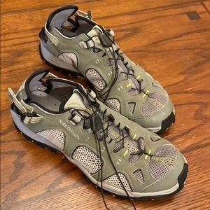 Women's Salomon shoe